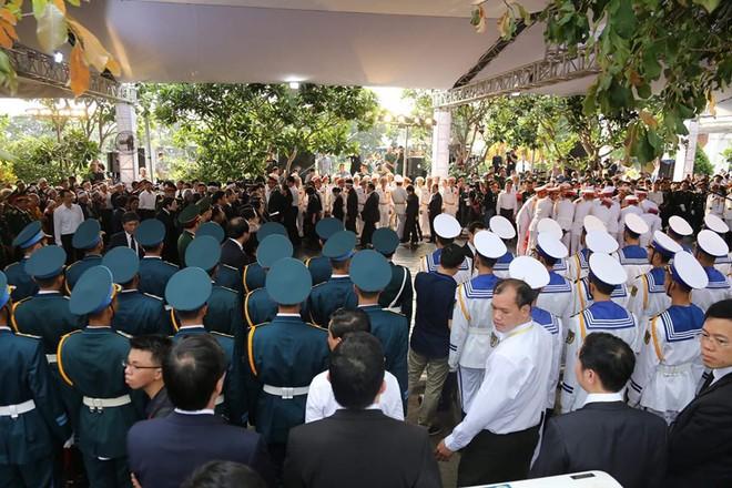 Lễ an táng cố Chủ tịch nước Lê Đức Anh ở TP Hồ Chí Minh - Ảnh 10.