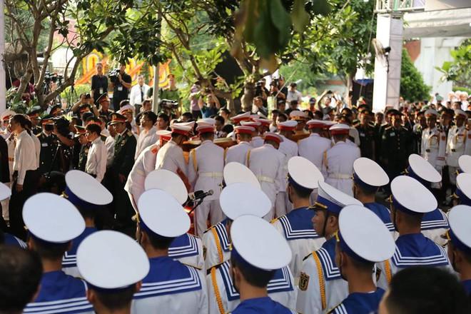 Lễ an táng cố Chủ tịch nước Lê Đức Anh ở TP Hồ Chí Minh - Ảnh 11.