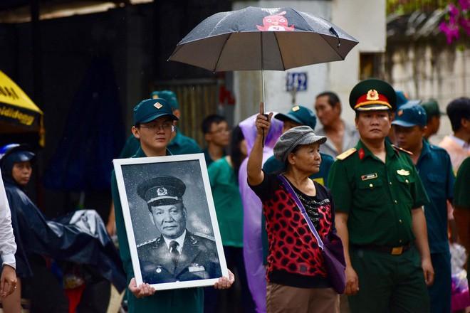 Lễ an táng cố Chủ tịch nước Lê Đức Anh ở TP Hồ Chí Minh - Ảnh 33.