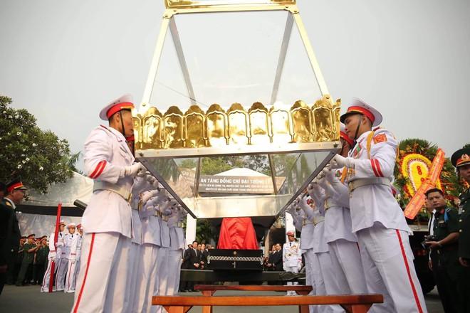 Lễ an táng cố Chủ tịch nước Lê Đức Anh ở TP Hồ Chí Minh - Ảnh 16.
