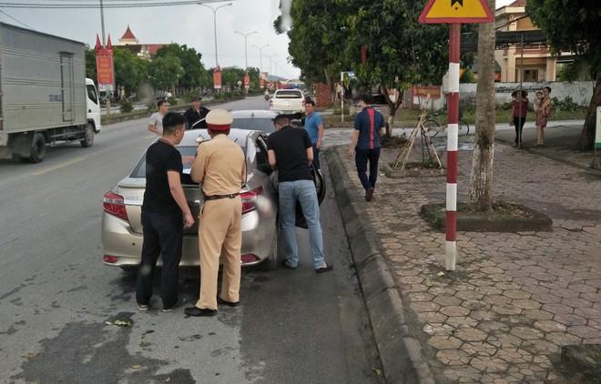 Cảnh sát phục kích bắt thiếu phụ mang 2 cô gái đi bán lấy 34 triệu đồng - Ảnh 1.