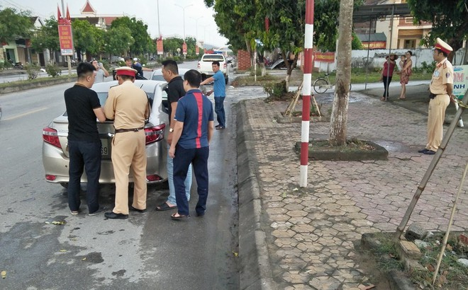 Cảnh sát phục kích bắt thiếu phụ mang 2 cô gái đi bán lấy 34 triệu đồng
