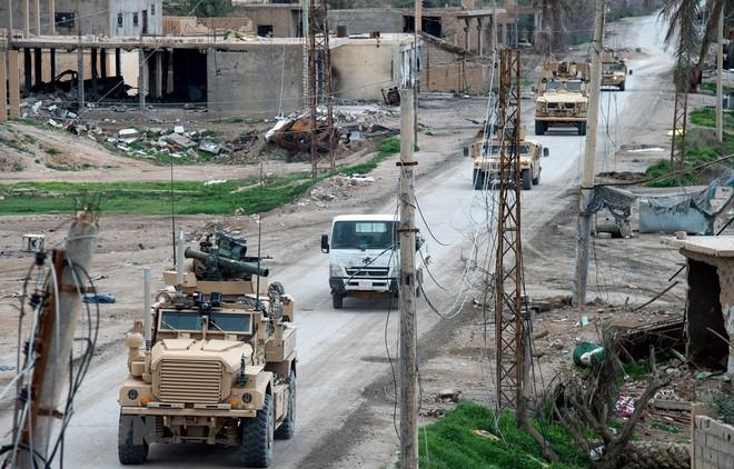 Pháp, Mỹ đe tấn công Syria - Đồng minh quan trọng của TT Assad vội vã rút quân, dấu hiệu cực kỳ nghiêm trọng - Ảnh 7.