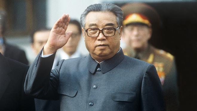 Ông Kim Nhật Thành vi hành, người Triều Tiên dáo dác: Tướng quân biết thuật dịch chuyển, uy phong phải khác người thường - Ảnh 2.