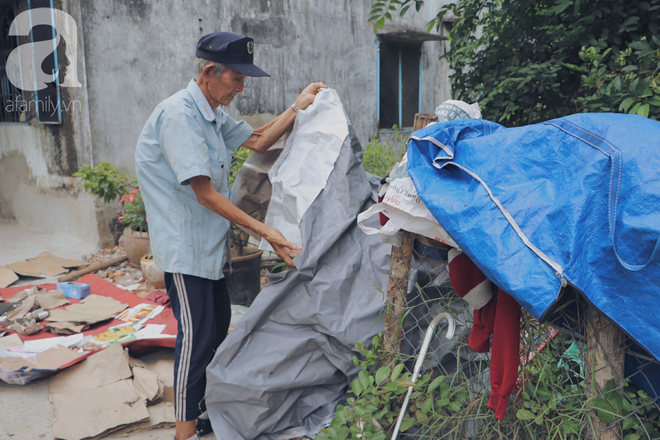 Chuyện tình sâu đậm của ông cụ 85 tuổi, hàng ngày đi lượm ve chai, bán vé dò nuôi vợ liệt giường - Ảnh 3.