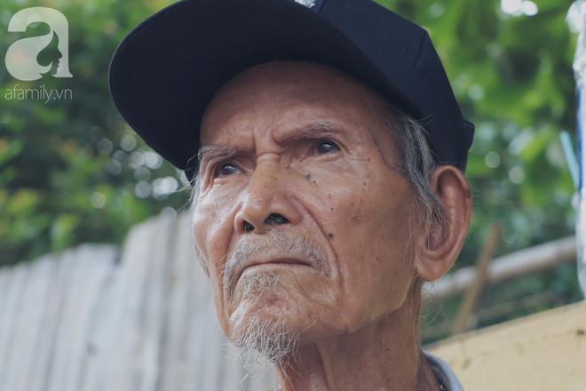Chuyện tình sâu đậm của ông cụ 85 tuổi, hàng ngày đi lượm ve chai, bán vé dò nuôi vợ liệt giường - Ảnh 5.