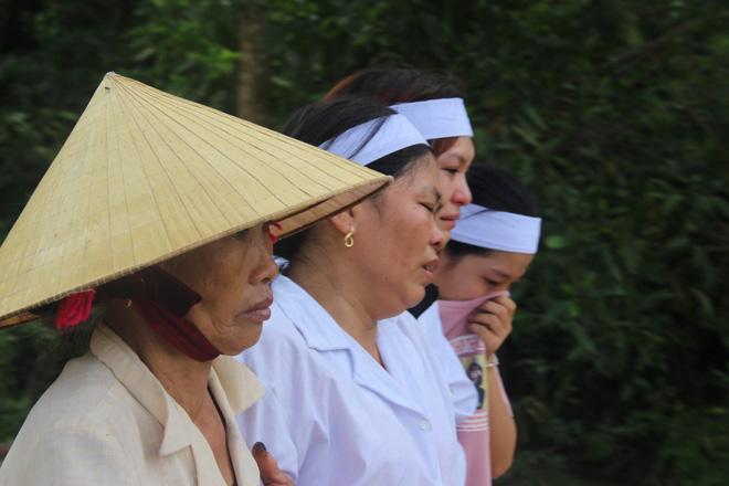 Vụ 5 em học sinh đuối nước khi cứu nhau: Làng quê nghèo phủ một màu khăn trắng - Ảnh 2.