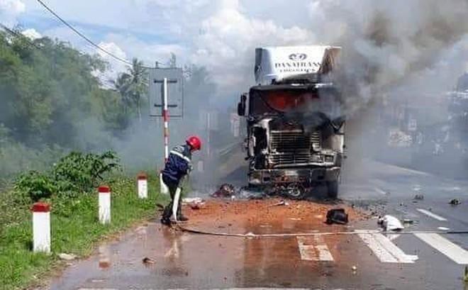Gây tai nạn chết người, tài xế container kịp thoát thân trước khi xe bị thiêu cháy