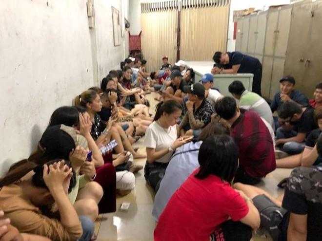 Hàng chục nam nữ phê ma túy lắc lư trong vũ trường ở Sài Gòn - Ảnh 1.