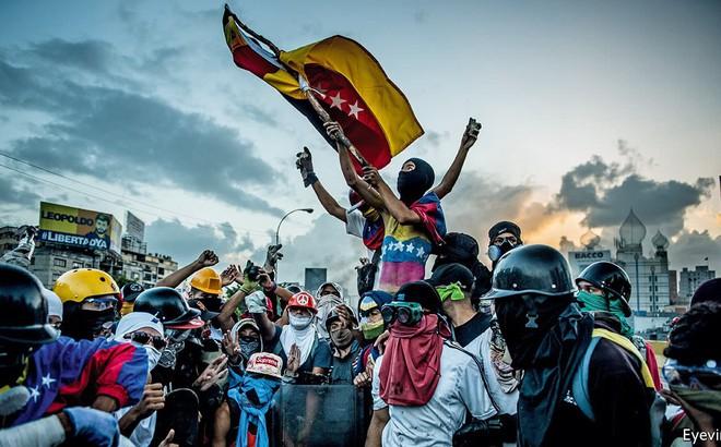 """Lộ diện vị """"anh hùng"""" thầm lặng giữa cuộc khủng hoảng chưa thấy hồi kết ở Venezuela"""