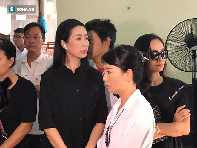 Vợ cũ, con gái, các nghệ sĩ đau đớn đưa tiễn Lê Bình về nơi an nghỉ cuối cùng - Ảnh 8.