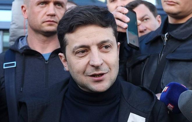 Tranh cãi về chuyện hộ chiếu, tân TT Ukraine tuyên bố sẽ ra đòn đáp trả sáng tạo: Ông Putin, hãy đợi đấy! - Ảnh 1.