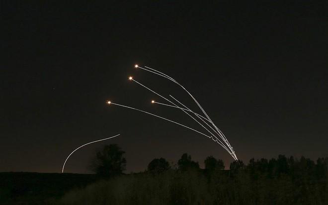 Israel bị tấn công khủng khiếp - Trận mưa rocket chưa từng có, thương vong rất lớn - Ảnh 10.
