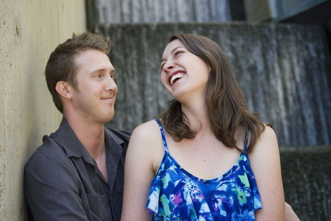 Nổi tiếng với khoảnh khắc lãng mạn giữa bom đạn trong bức ảnh Nụ hôn Vancouver, cặp đôi vẫn viết câu chuyện tình đẹp sau gần 8 năm - Ảnh 3.