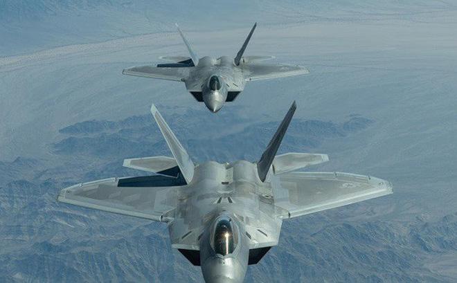 Tại sao F-22 hay F-35 có thể đánh bại tiêm kích tàng hình J-20 của Trung Quốc?