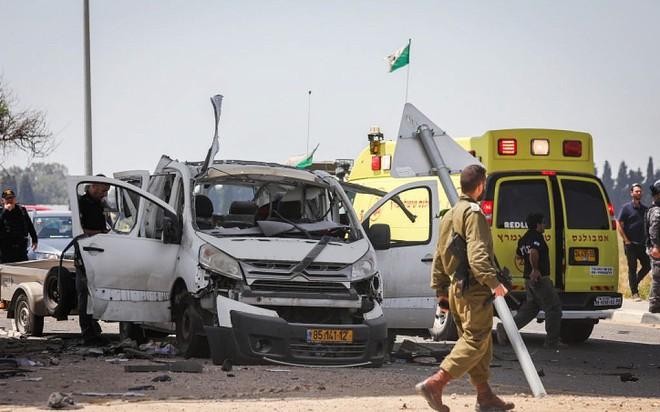 Israel bị tấn công khủng khiếp - Trận mưa rocket chưa từng có, thương vong rất lớn - Ảnh 2.