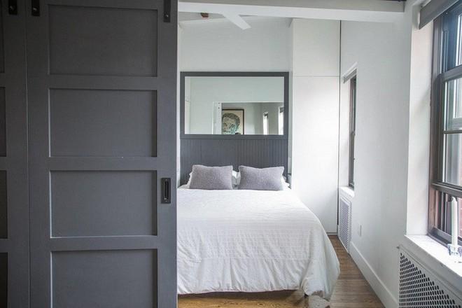 4 điều bạn cần phải làm ngay để phòng ngủ nhỏ của mình trông lớn hơn diện tích thực - Ảnh 5.
