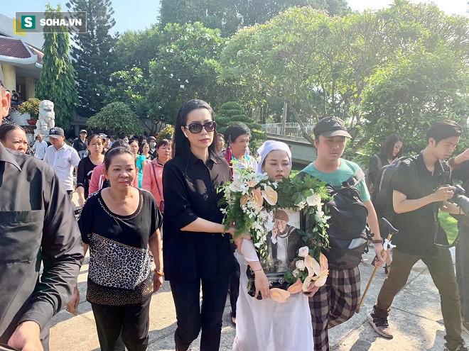 Vợ chồng mù quyết tìm đến gặp lần cuối và chuyện cô gái nghèo dốc cạn tiền tặng cố nghệ sĩ Lê Bình - Ảnh 2.
