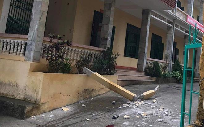 Hòa Bình: Nhóm học sinh bị trụ cột bê tông trong trường rơi trúng, 2 em nguy kịch