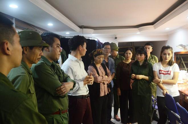 Nhiều người khóc trong đêm diễn ủng hộ gia đình nhân viên Nhà hát Kịch bị xe tông tử vong - Ảnh 2.