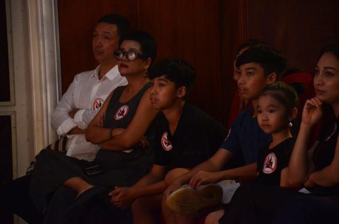 Nhiều người khóc trong đêm diễn ủng hộ gia đình nhân viên Nhà hát Kịch bị xe tông tử vong - Ảnh 5.