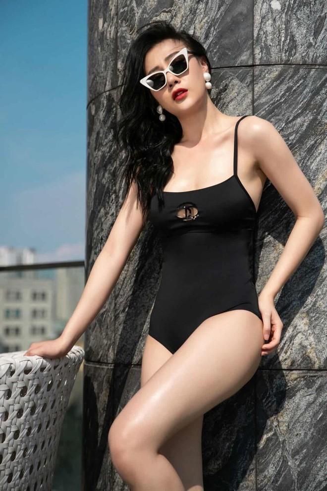 Phương Oanh Quỳnh Búp Bê diện áo tắm nóng bỏng - Ảnh 1.