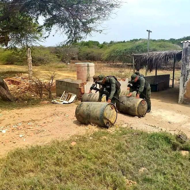 Gần 19.000 lít xăng bị phát hiện, tiêu hủy ở Venezuela có giá chưa tới... 5 triệu VNĐ - Ảnh 2.