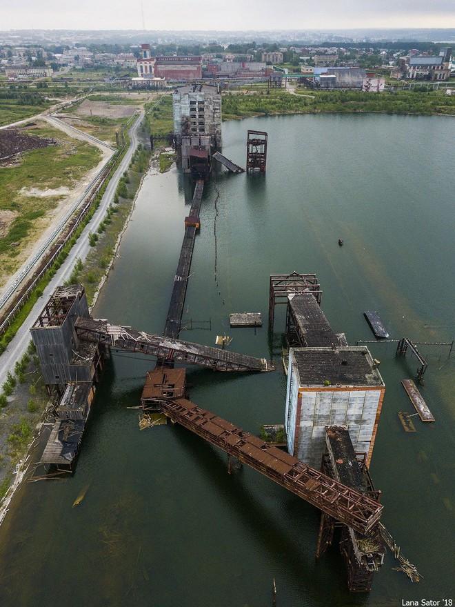 Một phần thành phố của Nga bị lòng đất nuốt chửng, đã tìm ra nguyên nhân? - Ảnh 2.