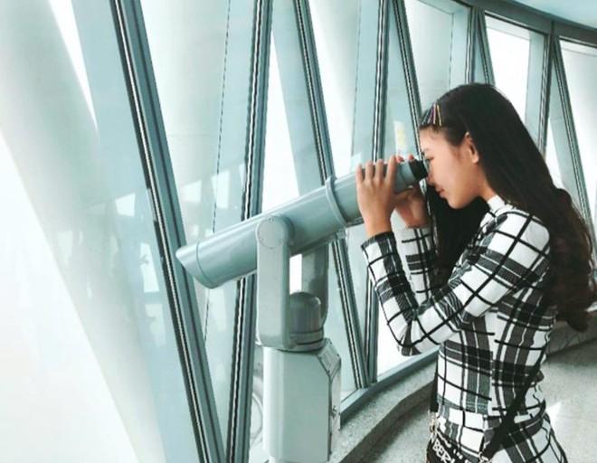 Bà xã Quyền Linh chia sẻ ảnh đi du lịch của gia đình, dân tình phát hiện ra tận 2 điều thú vị - Ảnh 8.