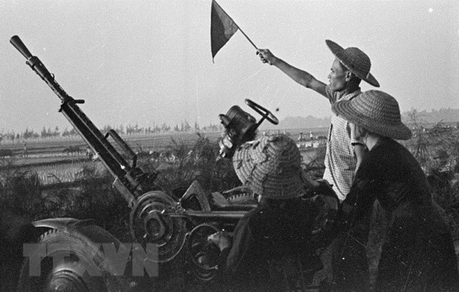 Quân và dân Hà Nội phối hợp chiến đấu với Mặt trận Điện Biên Phủ - Ảnh 1.