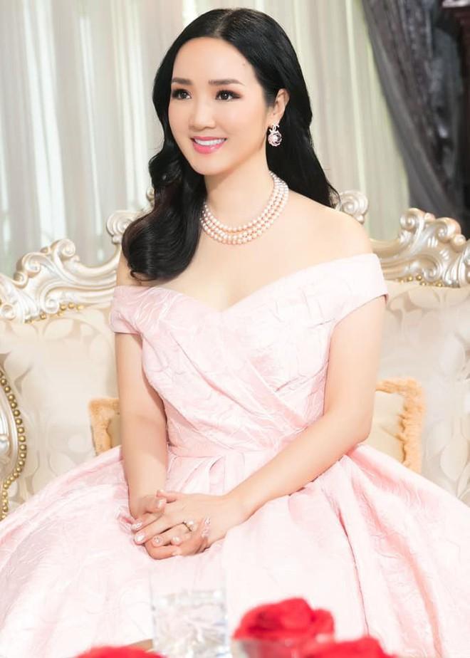 Nhan sắc nóng bỏng, bất chấp tuổi tác của Hoa hậu Giáng My - Ảnh 9.