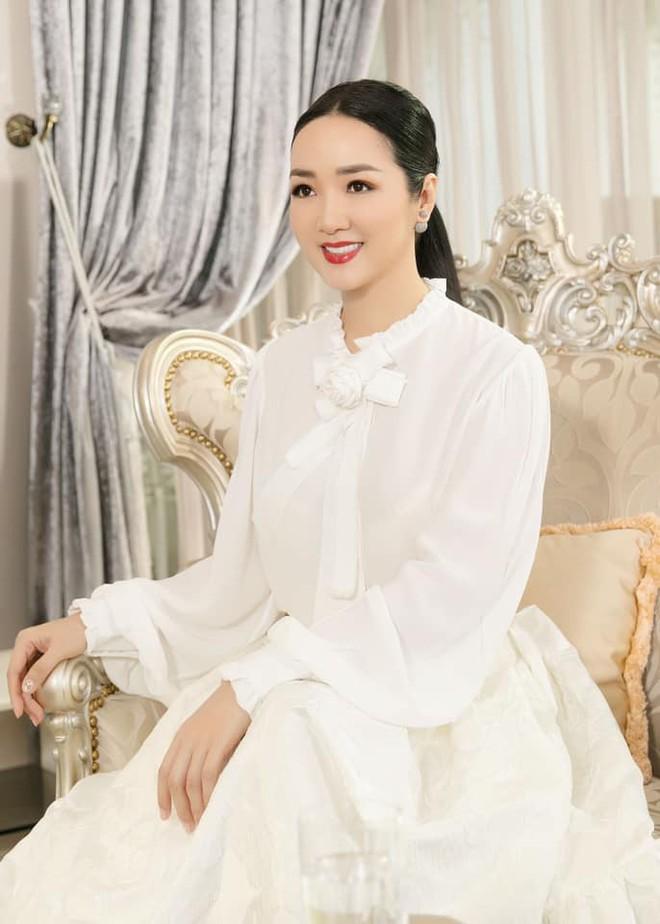 Nhan sắc nóng bỏng, bất chấp tuổi tác của Hoa hậu Giáng My - Ảnh 6.