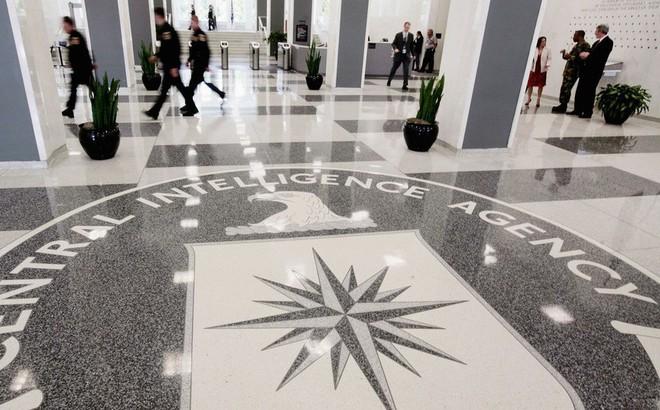 """""""Chuyên gia lật đổ"""" CIA đã can thiệp vào cuộc đảo chính quân sự ở Venezuela như thế nào?"""