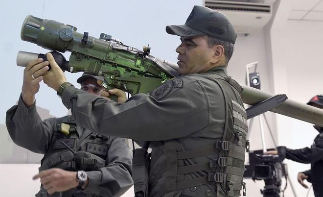 Đạo quân nguy hiểm nhất Nam Mỹ ở Venezuela luyện bắn tên lửa Nga: Mỹ đừng có manh động! - Ảnh 2.