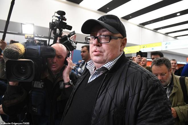 Hành khách bị chỉ trích nặng nề nhất trong thảm họa máy bay Nga vì chặn đường thoát hiểm - Ảnh 2.