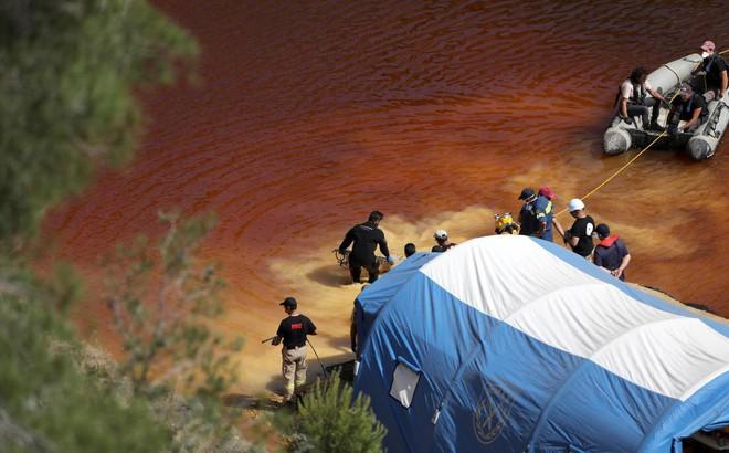 Vụ giết người hàng loạt đầu tiên trên đảo Síp: Phát hiện thi thể thứ 5 trong vali dưới hồ nước bỏ hoang