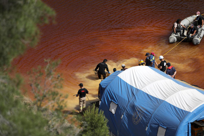 Vụ giết người hàng loạt đầu tiên trên đảo Síp: Phát hiện thi thể thứ 5 trong vali dưới hồ nước bỏ hoang - Ảnh 1.