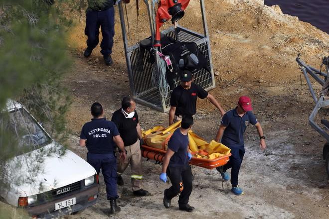 Vụ giết người hàng loạt đầu tiên trên đảo Síp: Phát hiện thi thể thứ 5 trong vali dưới hồ nước bỏ hoang - Ảnh 2.