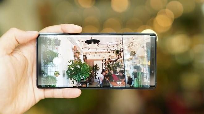 """Gọi tên 5 smartphone sở hữu """"camera cực phẩm"""" cho bạn những bức ảnh """"nghệ"""" nhất mùa hè năm nay - Ảnh 2."""