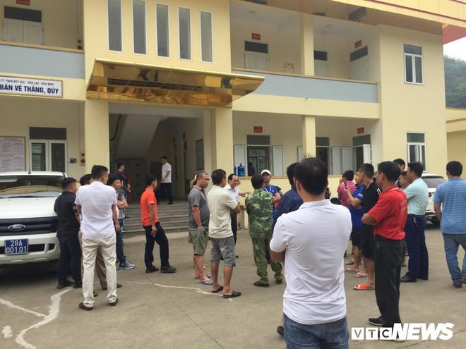 Ảnh: Dân mang ô tô ra chặn trạm BOT Hòa Lạc - Hòa Bình, tắc đường hàng cây số - Ảnh 15.