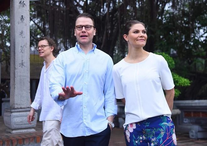 Người dân Thủ đô bất ngờ khi tập thể dục cùng vị khách đặc biệt - Ảnh 5.