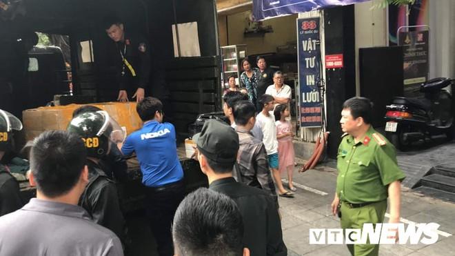 Khám xét chuỗi cửa hàng điện thoại Nhật Cường: Công an TP Hà Nội chỉ phối hợp tại chỗ - Ảnh 2.