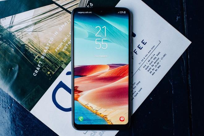 Thị trường điện thoại lại hấp dẫn: Chỉ 3,5 triệu có cả camera kép, màn hình lớn vô cực, thương hiệu ngon - Ảnh 1.