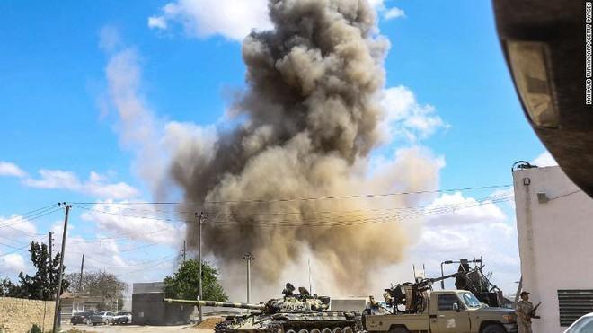 Chiến sự Libya: Cuộc chiến giữa những vị khách lạ, muốn mượn tay tướng Haftar? - Ảnh 2.