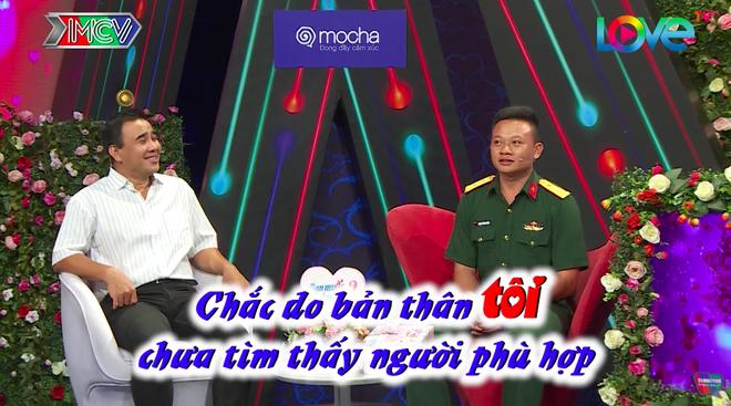 Bạn muốn hẹn hò: Tình trường của chàng lính khiến 2 MC bất ngờ, khán giả vỗ tay rào rào - Ảnh 1.