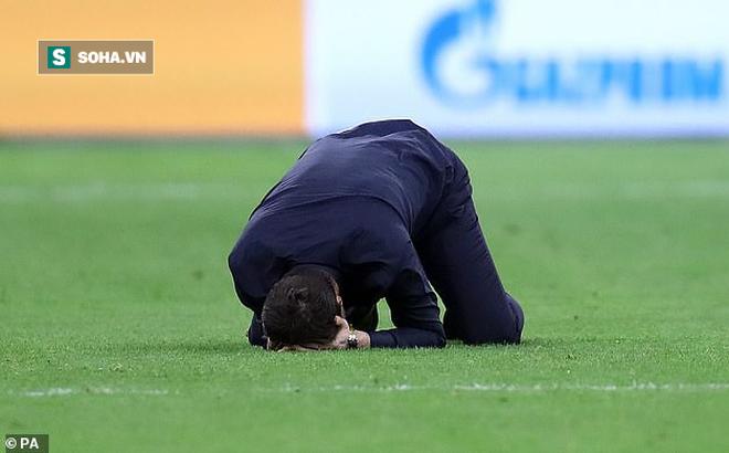 """HLV Tottenham quỳ xuống sân rồi òa khóc sau màn ngược dòng """"kinh điển"""""""