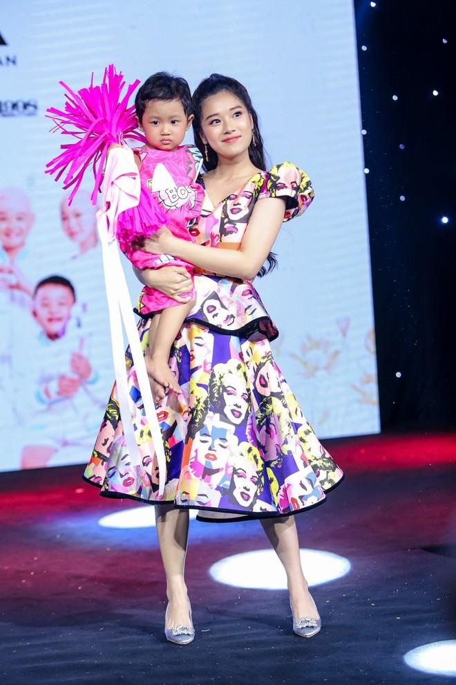 Trương Ngọc Ánh, Đông Nhi, Hoàng Yến Chibi cổ vũ tinh thần cho trẻ em bị ung thư - Ảnh 11.
