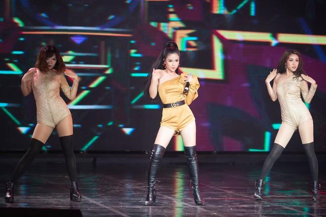 Dương Hoàng Yến mặc gợi cảm, hát hit 30 triệu view - Ảnh 8.