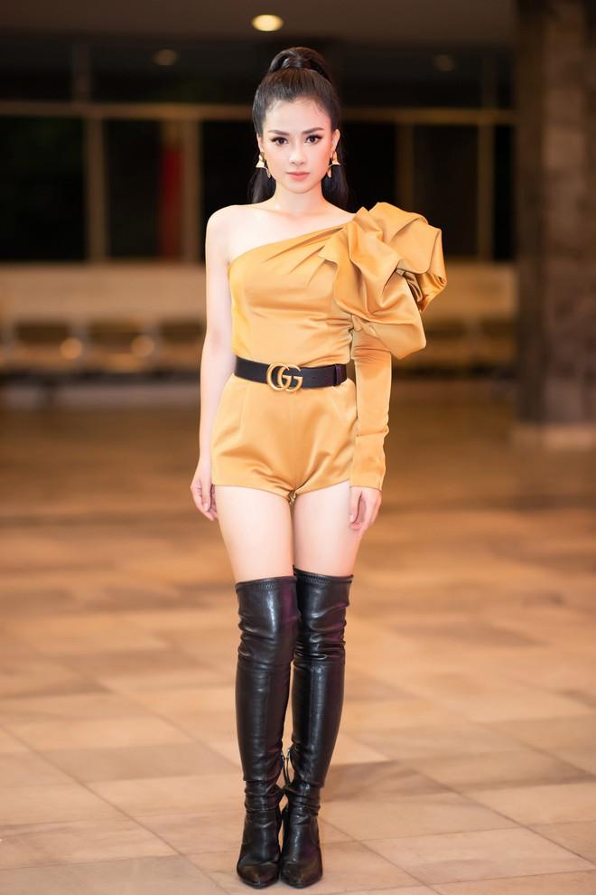 Dương Hoàng Yến mặc gợi cảm, hát hit 30 triệu view - Ảnh 2.