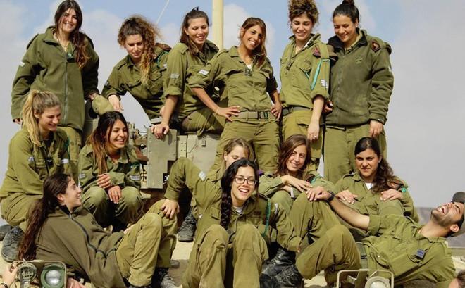 Ảnh: Các nữ quân nhân xinh xắn và mạnh mẽ của quân đội Israel